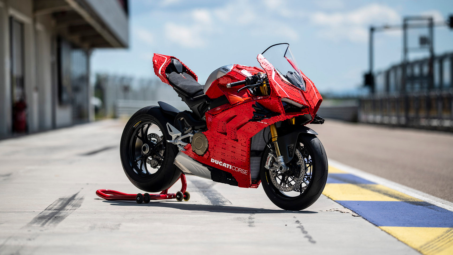 Ducati Panigale V4 R with covers in Lego